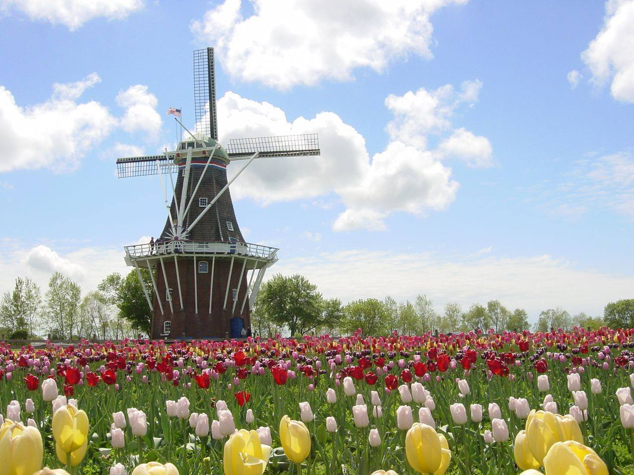 Windmill Island Gardens.jpg